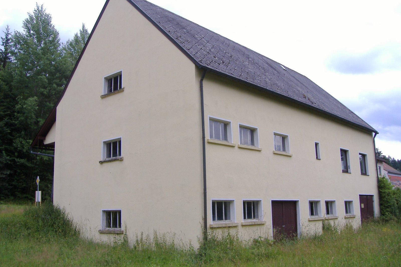 haus in bayern wohnen in einem lager werkstatt bayern haus. Black Bedroom Furniture Sets. Home Design Ideas